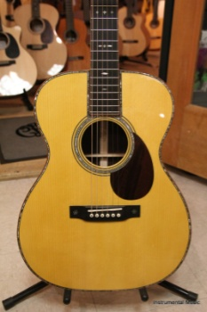 Martin Custom 00014F Madagascar Rosewood with Adirondack Spruce Top