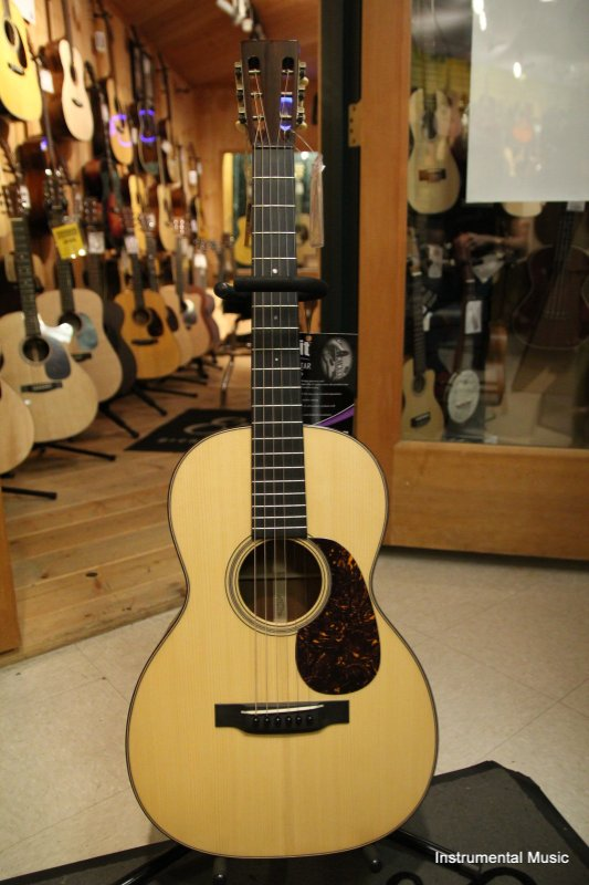 Martin 00018 with Mahogany Back and Sides